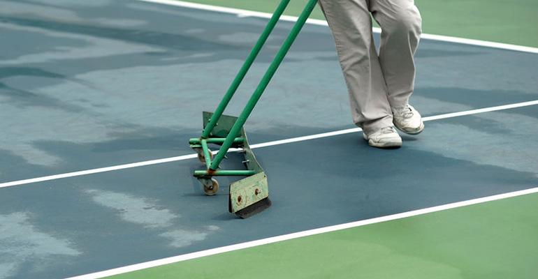 Limpieza de pistas de tenis y pádel
